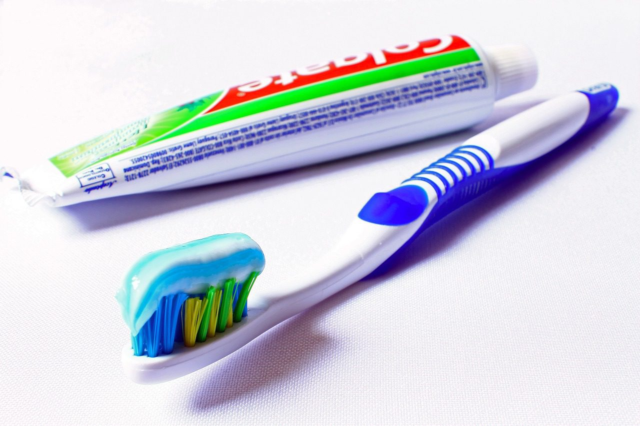 How to Choose The Right Toothpaste and Toothbrush